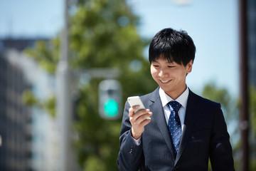 スマートフォンを社内の内線電話と同様に使えるようにして、直接内線番号に電話をかけてもらうようにすることで、効率化をはかる