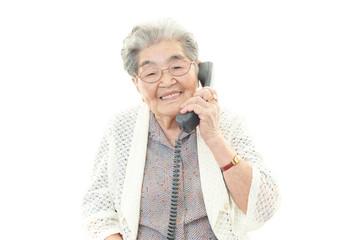 家庭電話機では、各メーカーとも固定電話回線で使う電話機やFAXもここ数年で進化しており、最新モデルでは、便利かつ迷惑電話・振り込め詐欺などを防止する安心機能が備わった機器が増えています。