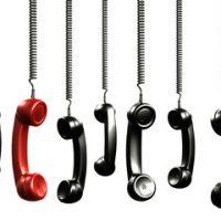 代表組とは複数の回線をグループ化し、そのグループに一個の代表番号を設けて、その番号に着信があった際、空いている回線を利用し電話機に着信させることができるサービス